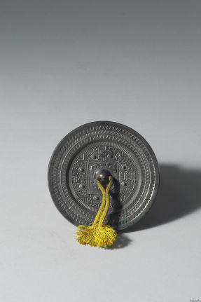 东汉早期博局鸟纹镜
