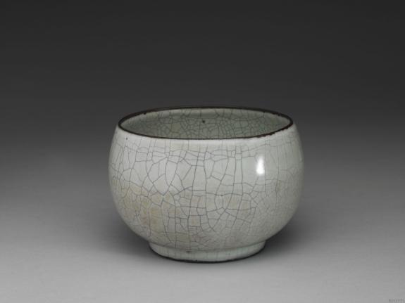 南宋-元官窑青瓷钵式碗