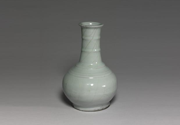 南宋官窑青瓷弦纹瓶