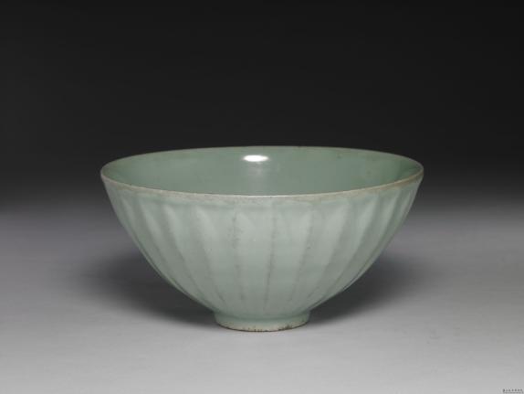 南宋-元龙泉窑青瓷莲瓣碗