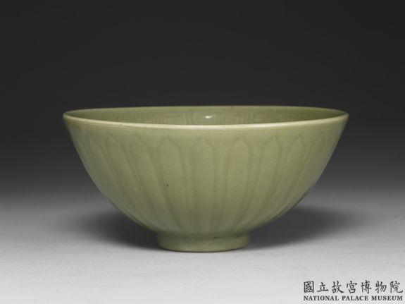 龙泉窑青瓷莲瓣碗 明前期