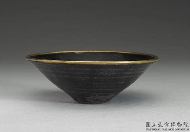 南宋吉州窑乌金釉叶纹碗