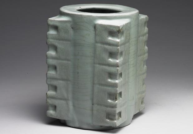 南宋官窑青瓷琮式瓶