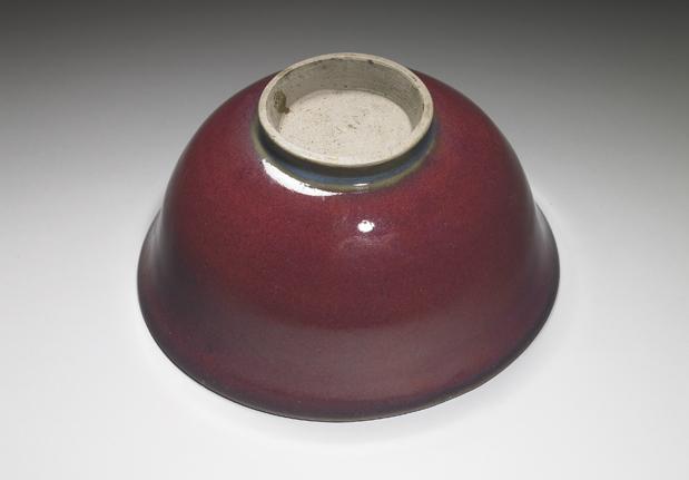 钧窑紫红釉碗