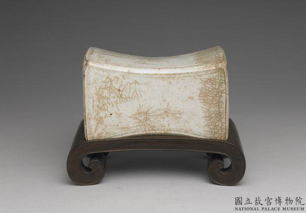 北宋青白瓷水波纹枕