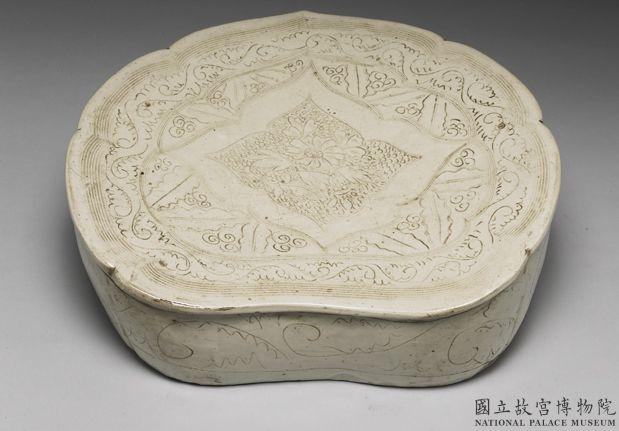 北宋-金定窑系白瓷划花如意枕