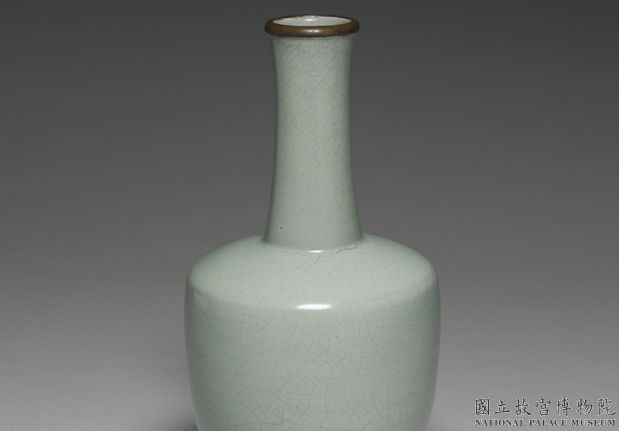 北宋汝窑青瓷纸槌瓶(「奉华」铭)