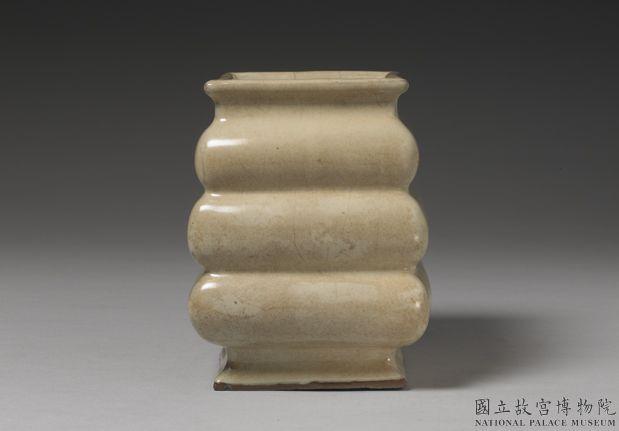 元官窑青瓷三登方壶